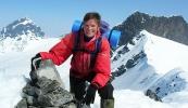 Eva Dagrunn, LTs egen fjellfører på toppen av Kalven (2034 moh) (Foto: Siri Osvæ