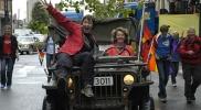 Lindas gamle jeep vakte vill jubel og fornøyde glis. Foto: Rine G. Carlsen