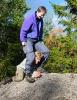 Hallo?! På en høy stein bak rasteplassen fant Vigdis og Nina ut at det var på ti