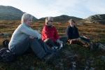 Afterhike i leiren. Margrethe, Hanne og Vigdis (Foto: Rine Grue Carlsen)