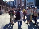 Silje informerer turdeltakerne om utviklingen av Vulkan bilde. (Foto: Kari Kirke