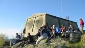 Dagens puppebilde. Kveldsmat på toppen av Gyrihaugen. Foto: Nina Didriksen.