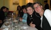Det er god mat i godt selskap! Fra venstre: Jofrid, Eva Dagrun, Cathrine, Iwona,