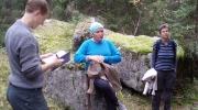 Marianne, Lena og Ingvill ved Janhula. Foto: Ragnhild Krogvig