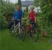 Bodil og Hilde- like spreke etter sykkelturen. (Fotot: Margrethe)