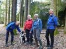 Turid, Jorun, Ragnhild og Anne Marie, og Skippy da poserer