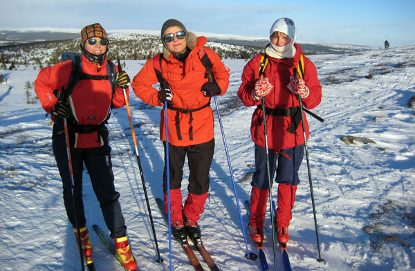 Kari, Åshild og Marianne på Snørvillen, hvor utsikten var upåklagelig.